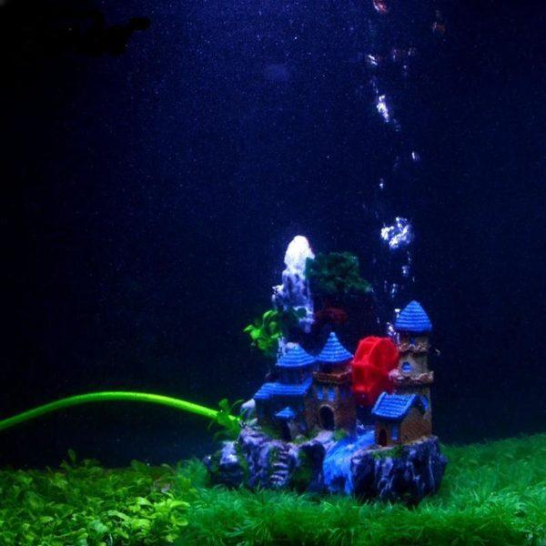 Château au bord de l'eau aquarium bulleur