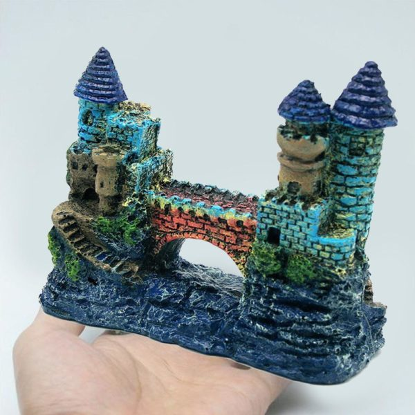 Château bleu avec pont d'aquarium