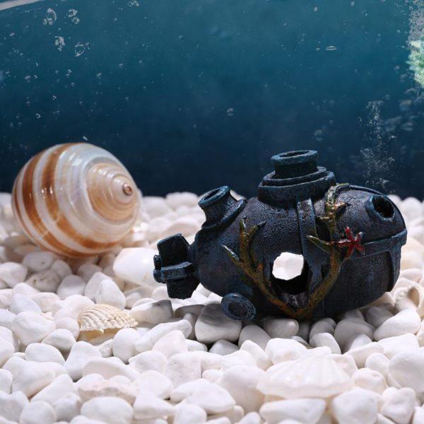 Épave de petit sous-marin décorations