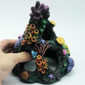 Grotte avec coraux pour poissons d'aquarium