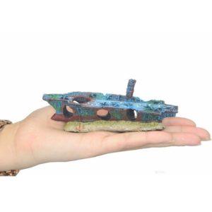 Petit bateau porte-avion échoué pour aquarium
