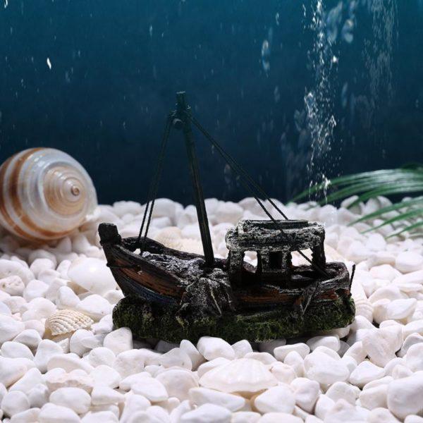 Petite épave de bateau de pêche pour aquarium