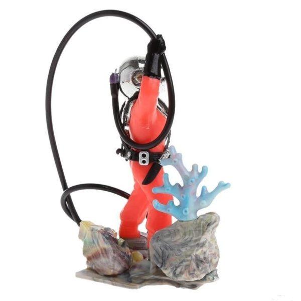 Plongeur et son corail d'aquarium
