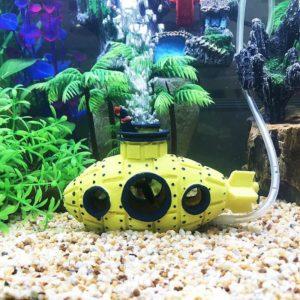 Sous-marin avec sortie d'oxygène aquarium
