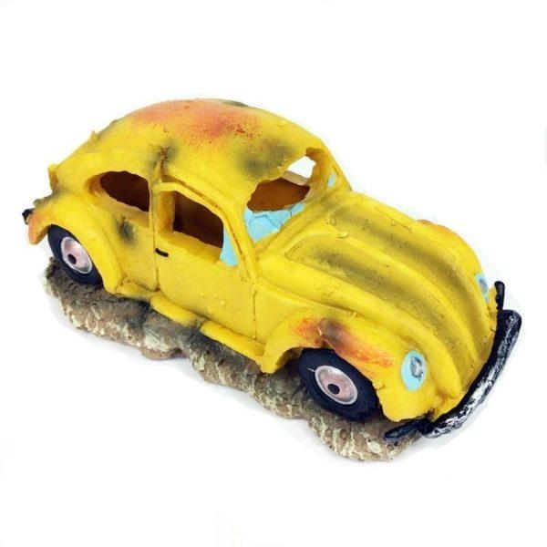 Vieille voiture jaune aquarium