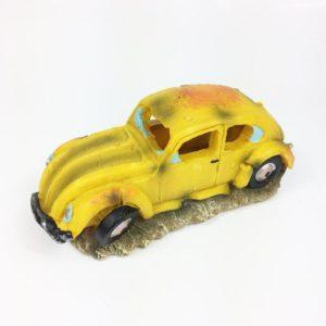 Vieille voiture jaune pour aquarium