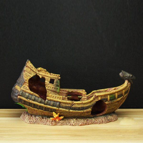 bateau égyptien aquarium réaliste
